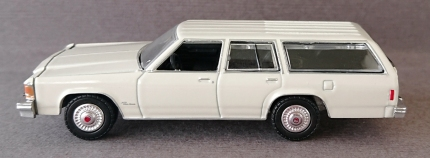 gallery/84 ltd crown victoria wagon gloss cream white gl bruks 1b estate wagons r3 dragkrok svart inredning