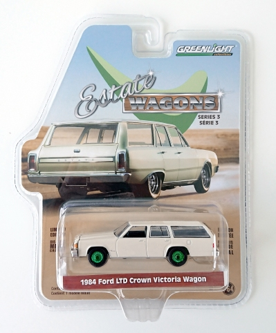 gallery/84 ltd crown victoria wagon gloss cream white green machine gl i låda 1a estate wagons r3 dragkrok met gröna fälgar & platta svart inredning