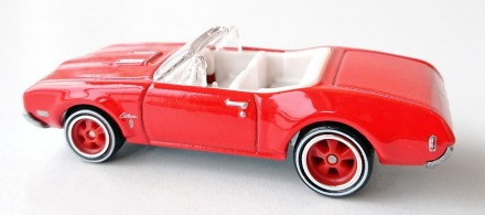 gallery/68 cutlass 442 conv scarlet red hw bruks 1b retro entertainment beverly hills cop ii röda fälgar vit inredning