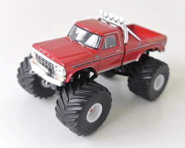 gallery/79 f-250 monstertruck terracottaröd gl bruks 1a kings of crunch r3 god of thunder loggor sidor svart inredning