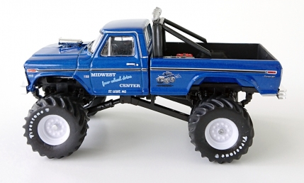 gallery/74 f-250 monster truck 460 metflake mörkblå gl bruks 1b king of crunch r3 midwest four wheel drive center loggor dörrar firestone däck toolboxes på släp svart inredning